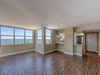 DIRECT OCEAN UPDATED 2br PET FRIENDLY BEACH CONDO
